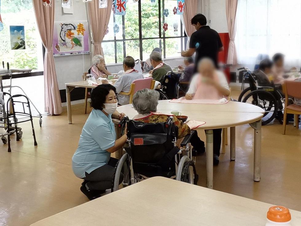 おきなわ伊江島・福祉のお仕事 白い砂浜が目の前の老人ホームで、入所者さんのお世話をしてくださる方を募集中