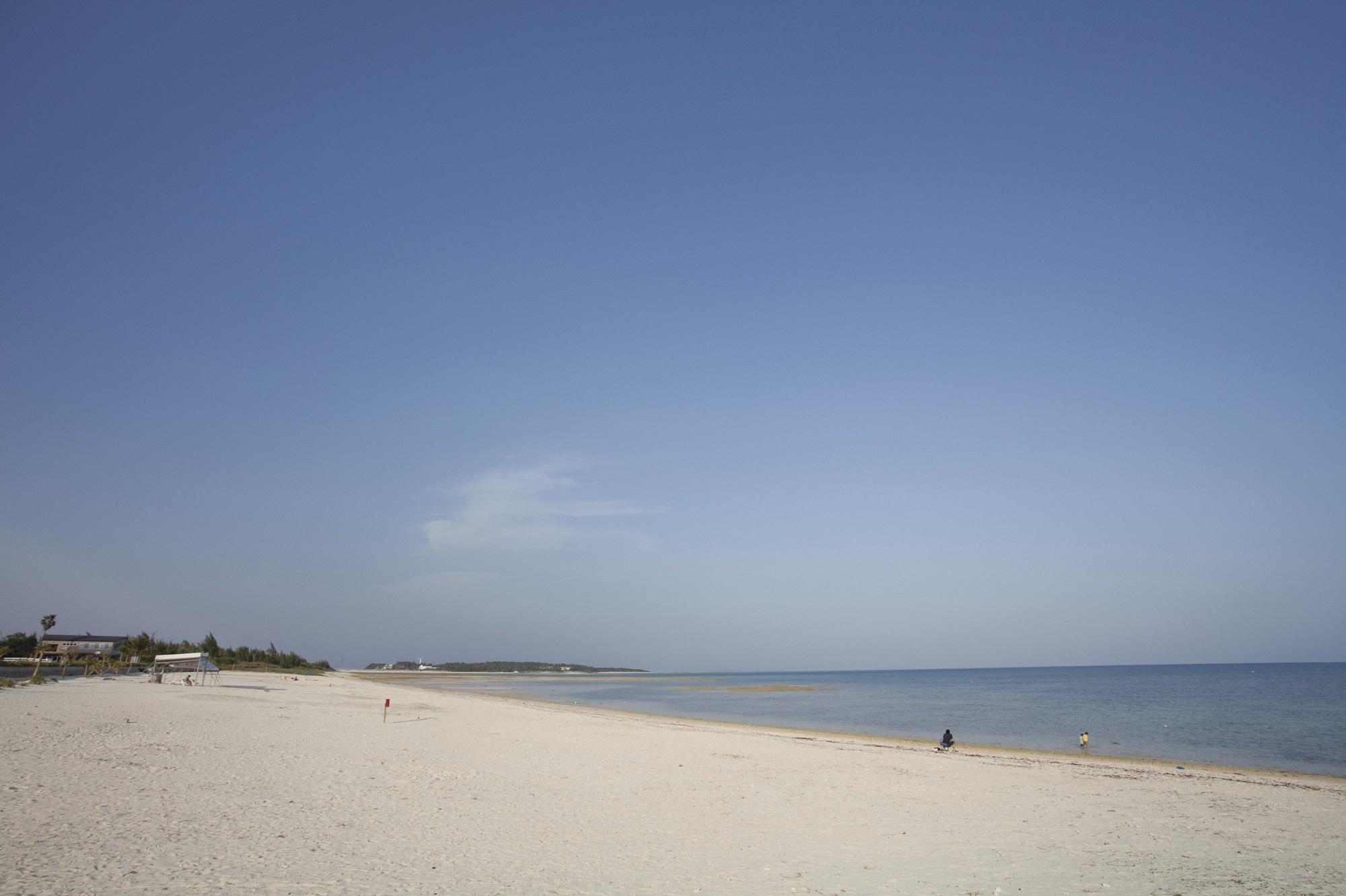 [久米島町/物件情報]日本の渚100選に選ばれた、島を代表する天然ビーチ「イーフビーチ」近くのメイン通り沿いに、店舗兼住宅が1件でました!