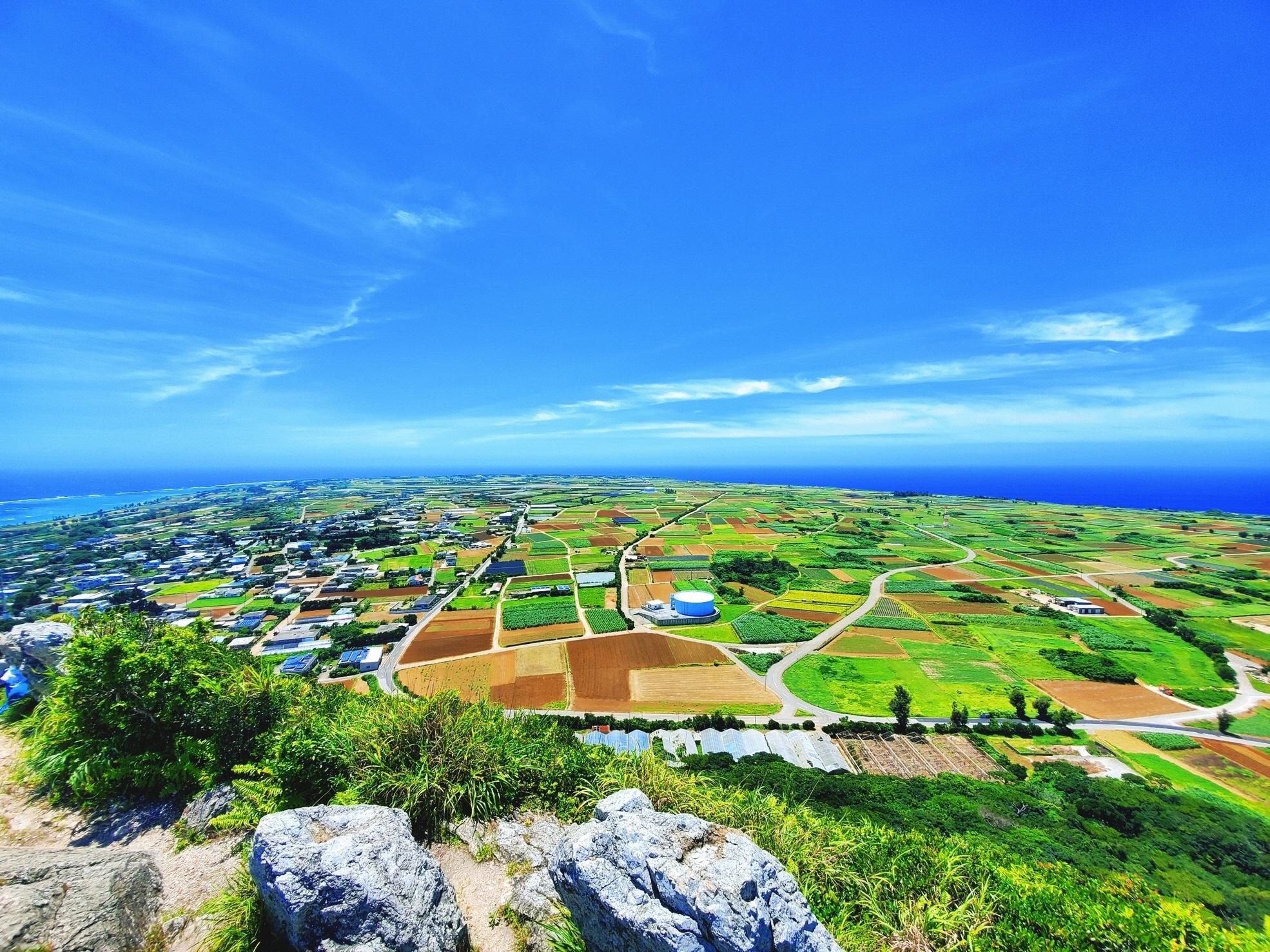 沖縄の離島の中でも片道フェリーで30分の便利な島・伊江島!あなたのスキルを活かした仕事をしながら、一緒に「魅力ある島」をつくりませんか?