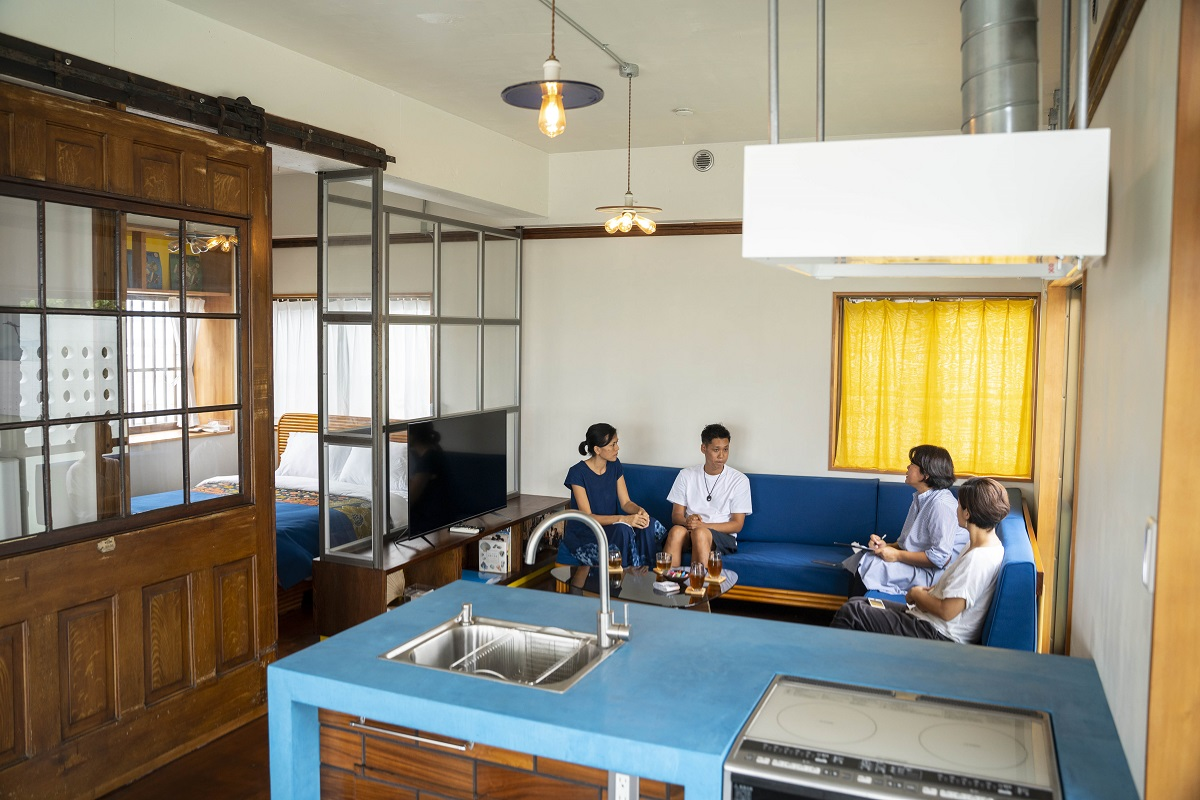 先輩移住者インタビュー:うるま市浜比嘉島で、宿とブラジリアン料理の店を営む角田さんご夫婦<後編>